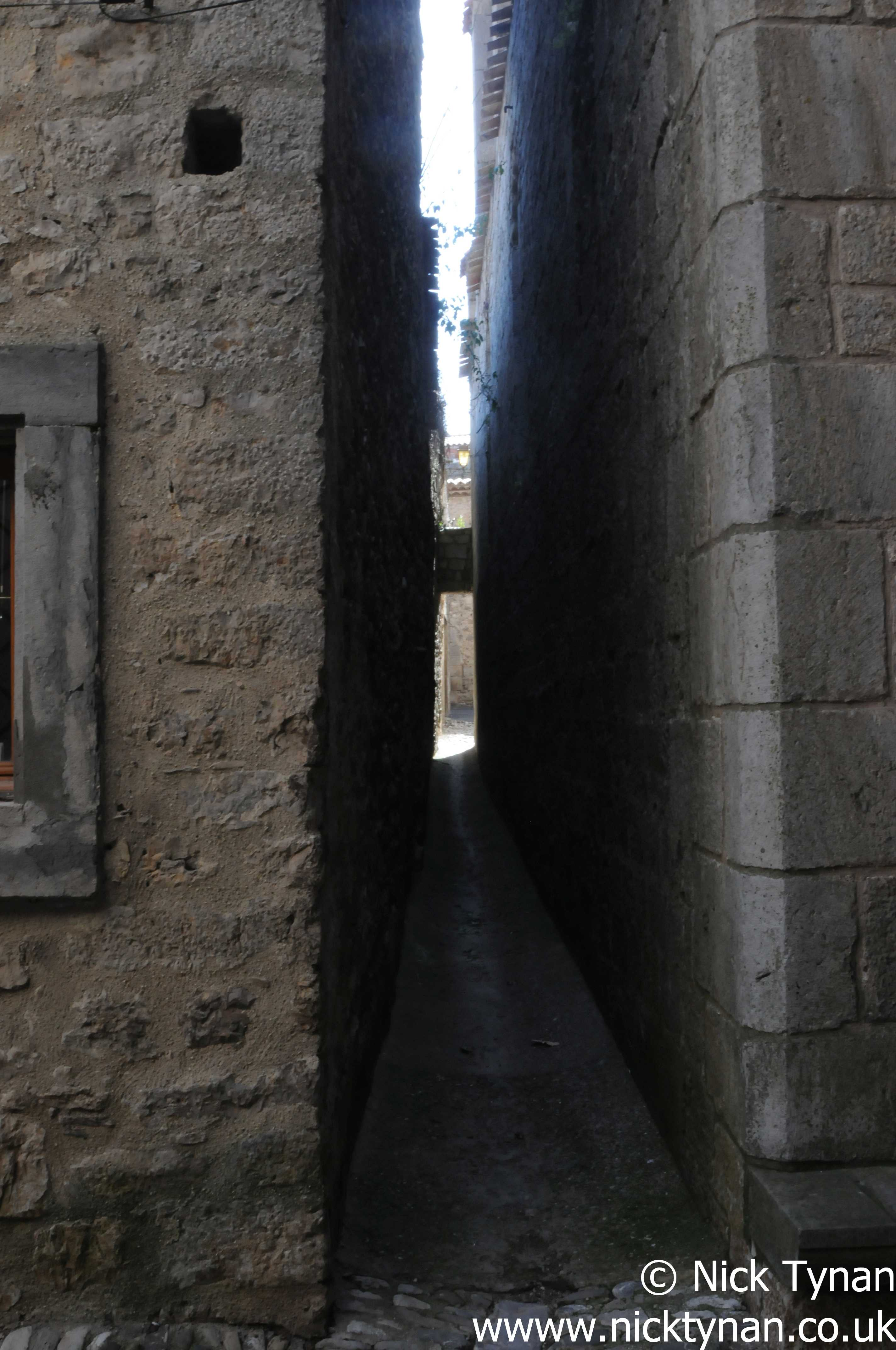 Lagrasse - the gap between church (on the right and houses on the left)